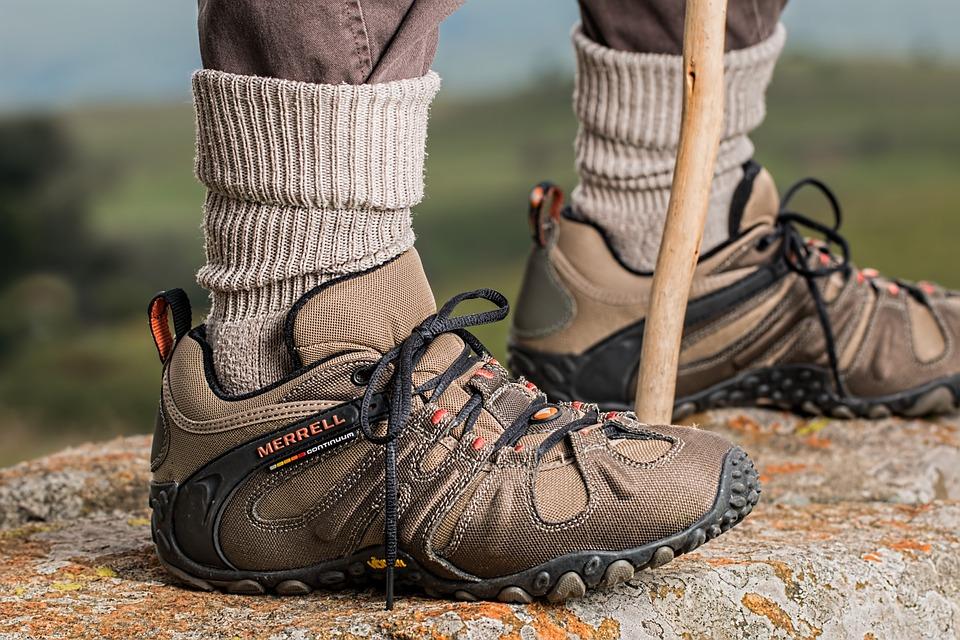 Aktywności fizyczna i odpowiednie buty trekkingowe damskie